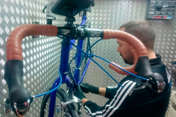 alumno9-taller-bicis-biciome-mecanica-de-bicis