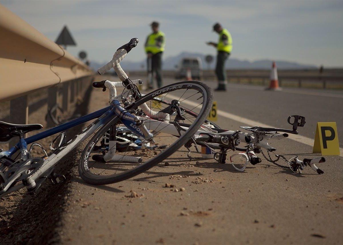 Resultado de imagen de bicis destrozadas por atropello