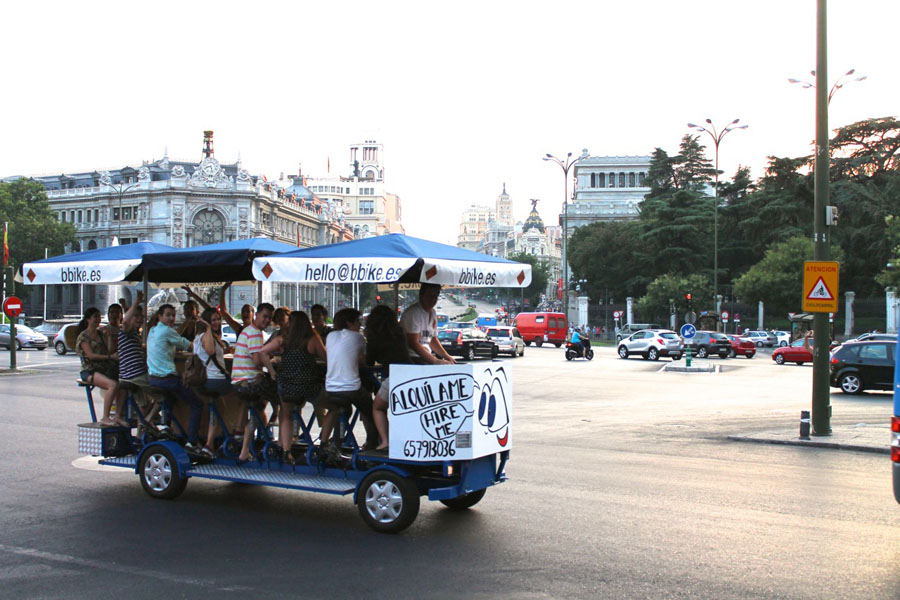 BBike (beer bike): autobús turistico que se mueve a base de pedaladas